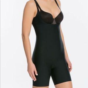 SPANX Thinstincts open bust bodysuit black sz M